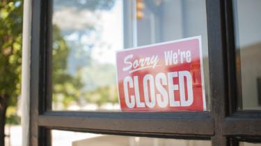 bezárt bolt closed felirat