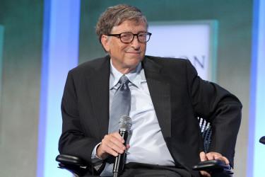 Bill Gates, a Microsoft alapítója sunyin mosolyog egy konferencián. Fotó: Shutterstock