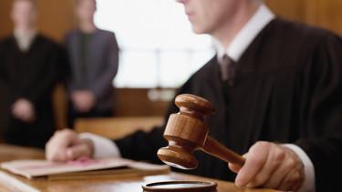 bírósági per nav