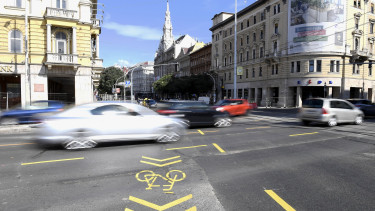 Blaha Lujza tér felujitas dugo Budapest feloldas210918