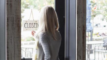 boltbezárás zárva closed