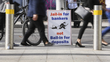 Bombát robbantott a leleplező jelentés: tíz éve rohad a világ egyik legnyereségesebb bankszektora