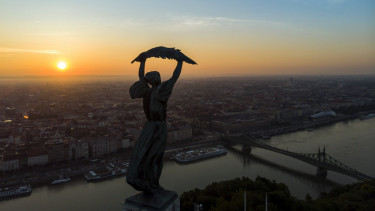 budapest aranykor napfelkelte 201228
