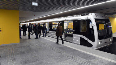 budapest bkk metro oktober 23 hosszui hetvege
