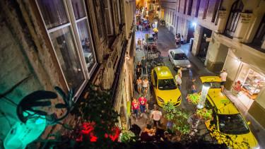 bulinegyed, kazinczy utca, taxi, éjszaka, belváros