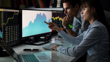 Csúcsokat döngetnek a részvénypiacok - Mibe fektetnek a profik?