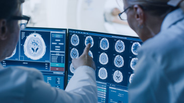 doktor orvos daganatos egészségügy