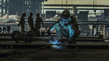 dolgozó fizetés factory worker keresetek