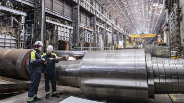 dolgozó munkás gyár fizetés kereset