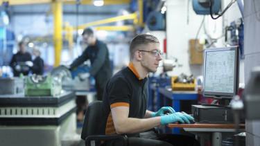 dolgozó worker gyár gyári munkás ipar