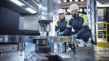 dolgozó worker gyár gyári munkás ipar fizetés
