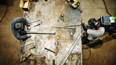 dolgozó worker gyár gyári munkás ipar kereset fizetés
