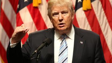 Donald Trump felébredt szerda reggel, körülnézett és belerúgott a Fedbe