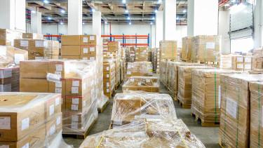 Drágít és súlyfüggő díjazást vezet be a posta