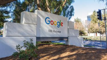 Durván elkezdett költeni a Google, hogy az internet királya maradjon