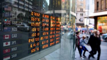 Egy pénzváltó üzlet valutaárfolyamait jelzõ tábla Sydneyben 2016. június 23-án, a brit EU-tagságról tartott népszavazás napján. (MTI/EPA/Dan Himbrechts)