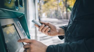 Egy szempillantás alatt 69 ezer bankkártya került fel az internet sötét oldalára