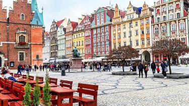 Egyre kevesebben akarnak külföldre vándorolni - Nagy fordulat a lengyeleknél