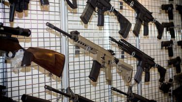 Egyre több fegyvert adnak el a világon - robbanásszerű a növekedés