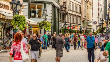 Elárasztották Magyarországot a külföldiek