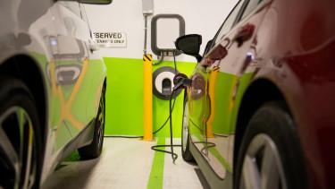elektromos autó töltés töltőpont plug