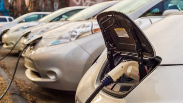 Elektromos autók: alig vannak szerelők, gond lehet a szervizzel