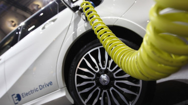 Elektromotive wins gov't contract for 300 e-car charging stations