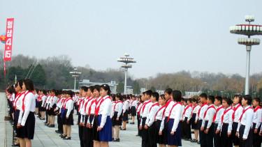 Embertelen módszerekkel próbálja magát kihúzni a gödörből Észak-Korea