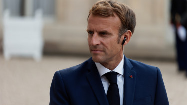Emmanuel Macron tengeralattjaro vita210917