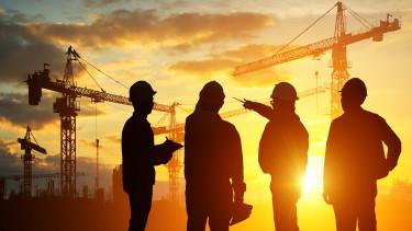 építkezés - daruk, mérnökök