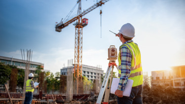 építőipar - daru, földmérő
