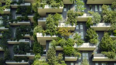 erkély zöld épület
