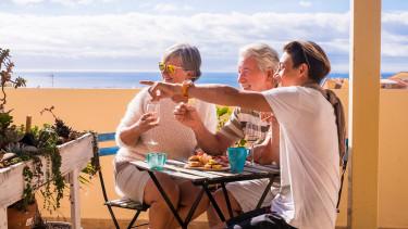 Évek óta nem látott nyugdíjpénzeső: taroltak a magánkasszák