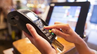 Ezrével tűnnek el a boltokból a bankkártyaterminálok - Mégis mi történik?