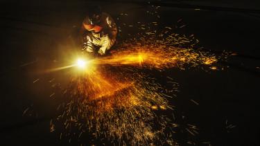 factory worker dolgozó gyári munkás hegeszt