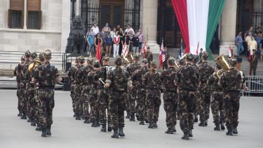 Félelmetesen keveset költ Magyarország a hadseregére