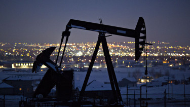 FILE: A pumpjack operates above an oil well at night in the Bakken Formation on the outskirts of Williston, North Dakota, U.S., Photographer: Daniel Acker/Bloomberg via Getty Images