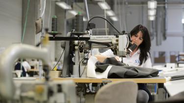 foglalkoztat munkavállaló dolgozó uniós pályázat támogatás