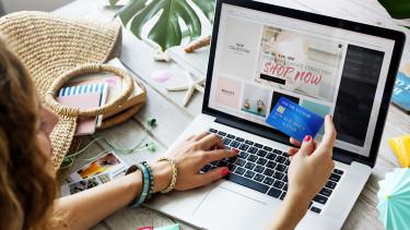 Fontos változás jön hétfőtől az online vásárlásoknál
