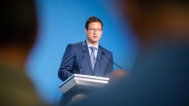 Gulyás Gergely, a Miniszterelnökséget vezetõ miniszter a Kormányinfó lazítás járványügyi intézkedés