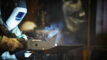 gyári dolgozó heggeszt factory worker