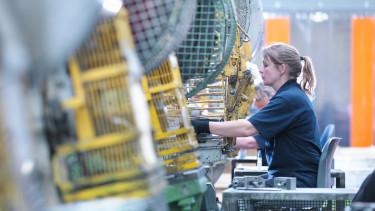 gyári munkás factory worker dolgozó gyár