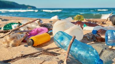 Hadat üzen a műanyagszemétnek Franciaország
