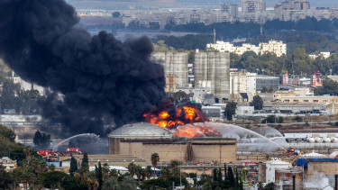 HAIFA, ISRAEL - DECEMBER 25: Smoke rises after a fire broke out at an oil refinery (Photo by Shay Hartov/Anadolu Agency/Getty Images)