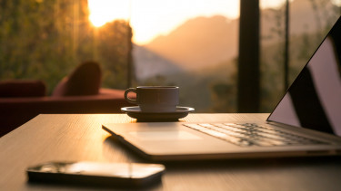 hajnal, kave