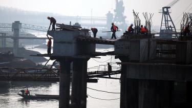 Harmadik hónapja zsugorodik Kínában a feldolgozóipar