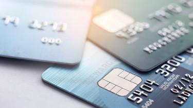 Hatalmas felfordulásra figyelmeztetnek a bankkártyás fizetéseknél, a magyarokat is érinti