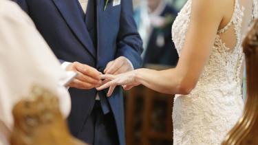 házasságkötés esküvő