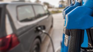 Hiába a 400 forintos üzemanyagár - Szárnyal a benzinkutak forgalma