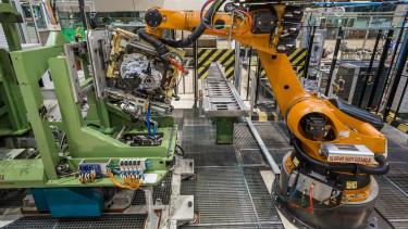 Hiányzik a munkáskéz, ebben a gyárban 10 robot fog dolgozni